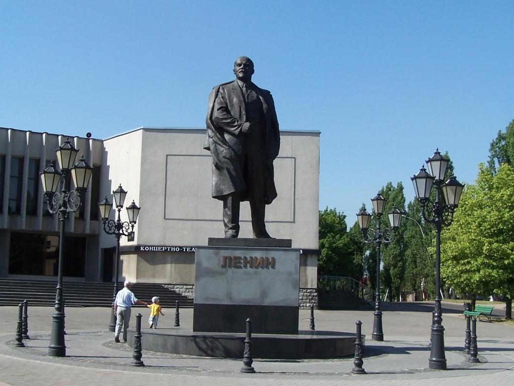 http://leninstatues.ru/sites/default/files/photos/kaliningrad.jpg height=580