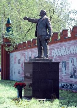 Памятники в центре ижевска памятники гранитные цены с Нефтеюганск