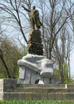 заказать памятник в москве необычные