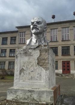 Памятники нижний новгород автозавод памятники в москве дети мира