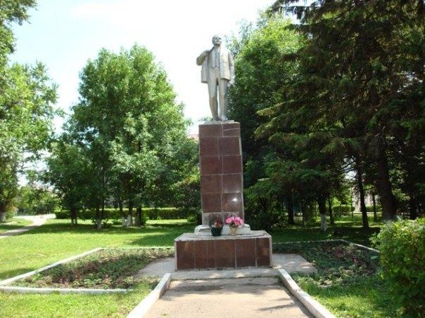 П�он�кий �айон Памя�ники Ленин�